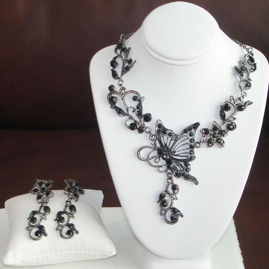 Collier noir et blanc fantaisie