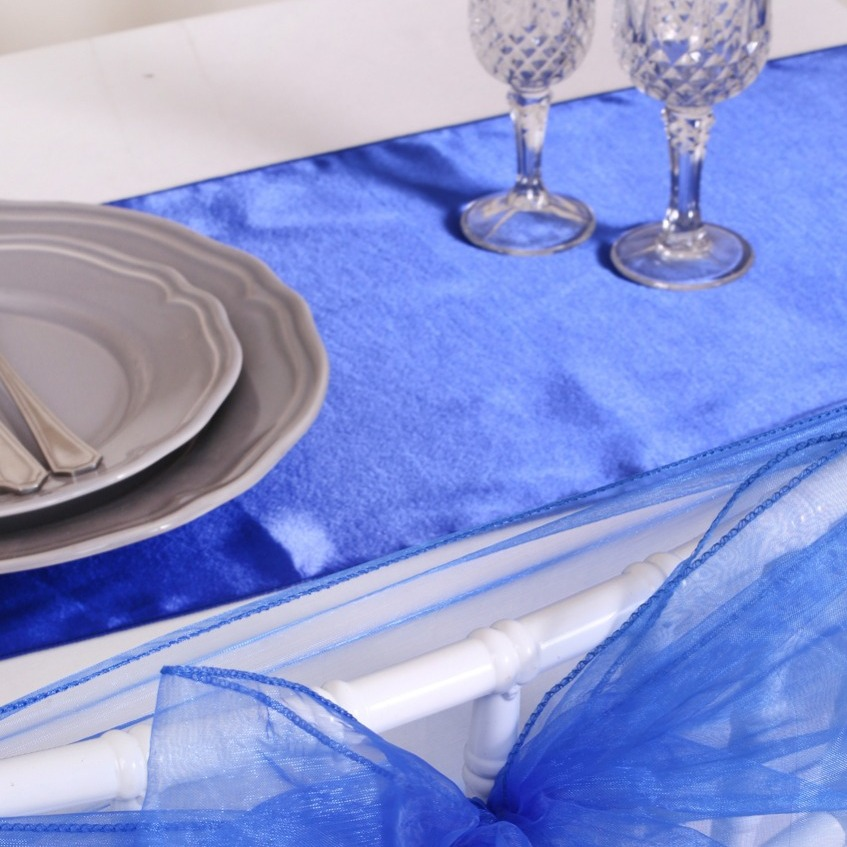 chemin de table mariage pas cher en satin bleu royal un. Black Bedroom Furniture Sets. Home Design Ideas