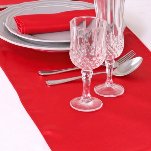 chemin de table mariage pas cher en satin rouge un jour. Black Bedroom Furniture Sets. Home Design Ideas