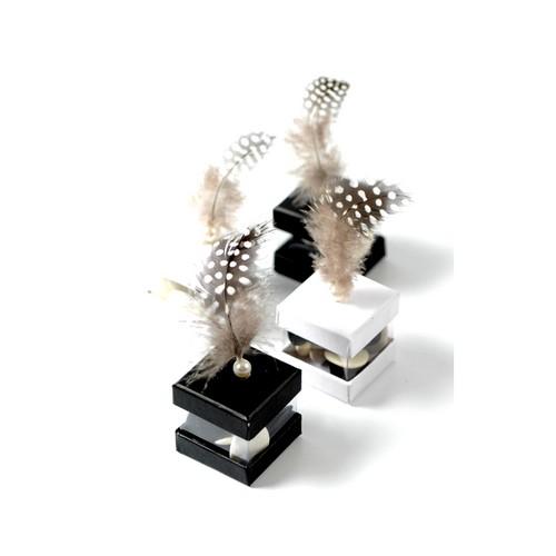 plume avec perle fuchsia decoration mariage pas cher. Black Bedroom Furniture Sets. Home Design Ideas