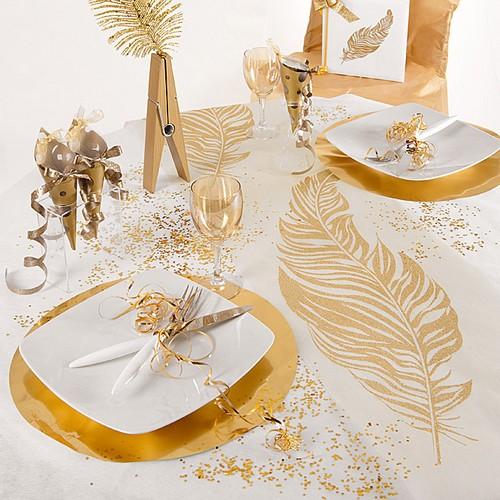 chemin de table mariage plumes paillettes or chemin de table. Black Bedroom Furniture Sets. Home Design Ideas