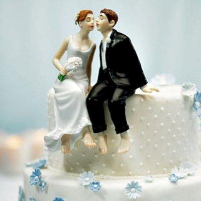 figurine de mariage couple assis sur le bord du gteau accessoires de mariage - Figurine Mariage Humoristique