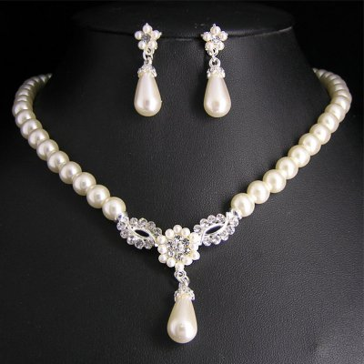 parure de bijoux mariage perle blanche accessoire mariage un jour sp cial. Black Bedroom Furniture Sets. Home Design Ideas