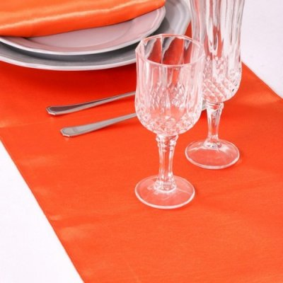 Décoration de Table Mariage  - 5 Chemins de Table Satin Orange Décoration de Mariage : illustration
